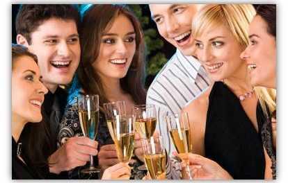 Cómo acercarte a conocerla aunque esté con sus amigas